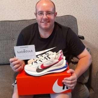 Sacai-Nike-VaporWaffle-Royal-Fuchsia-winner-daniel